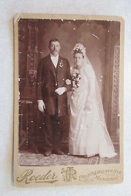 TT56 Vintage Cabinet Card Photo Man Woman posing wedding Milwaukee Wisconsin