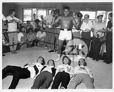 CASSIUS CLAY ALI The BEATLES Pop Boxe LENNON McCARTNEY HARRISON STARR Photo 1964