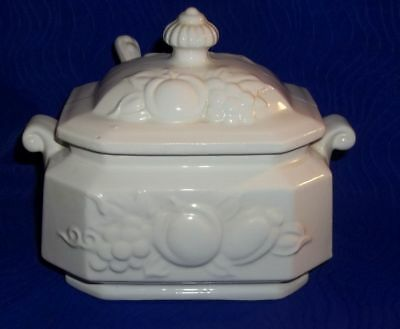 Vintage White Gravy/Sauce Boat w/Lid & Matching Spoon -Made in Japan