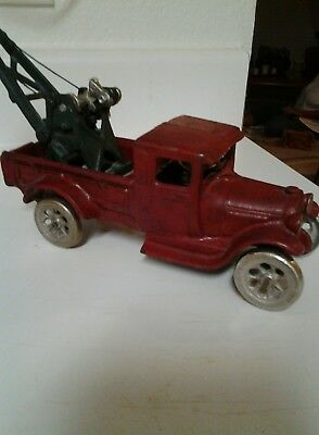 Rare arcade FORD CAST IRON MODEL T TOW TRUCK WRECKER (HAVEN'T BEEN RESTORED )