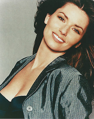 Shania Twain 8 X 10 Photo With Ultra Pro Toploader