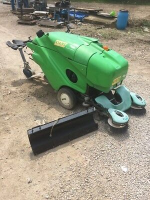 414RS 414 RS Green Machine Diesel Powered Ride On Sweeper 204 Hrs W/blade