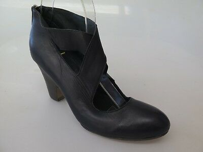 TOP END - new ladies leather shoe size 37 #185