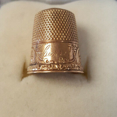 Beautiful Vintage 10KT Yellow Gold Designer Fancy Scroll Engraved Panels Thimble