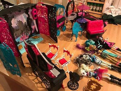 Monster High Bundle Car Stage Makeup Table Chairs And 5 Dolls