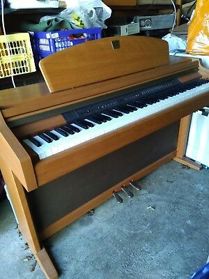 Yamaha Clavinova Model CLP950 Electric Piano with full-size weighted keys