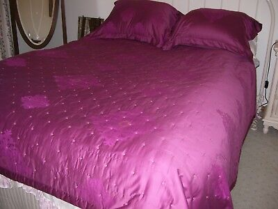 Quilted Bed Cover, Yves Delorme Brand, Size double and two pillow cases