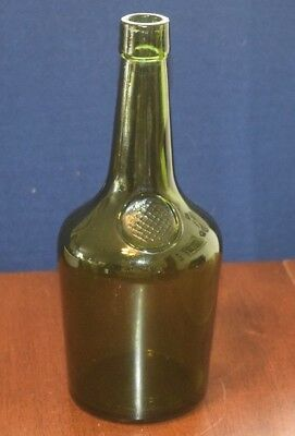 WM Sanderson & Son Leith Scotland VAT 69 Scotch Whiskey GREEN GLASS Bottle