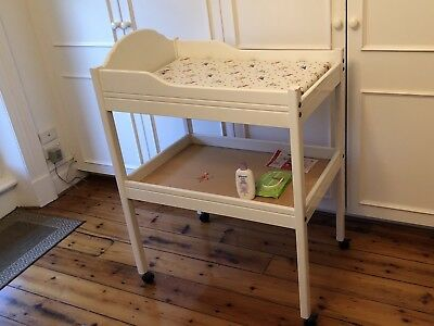 Baby change table and mat in white - pick up Sth Melbourne