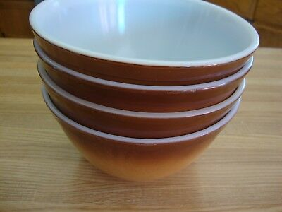 Four Brown Vintage Pyrex Mixing Bowls Made In U.s.a. 402  1 1/2 Qt