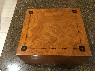 Beautiful Inlaid Wood Cigar Box Humidor with Cedar Interior and Hygrometer