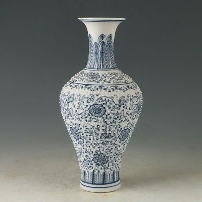 China Porcelain Hand-Painted Flowers Vase Made During The Daqing Qianlong MY0876