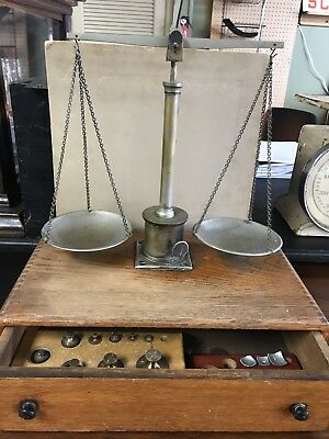 Antique brass traveling balace with weights