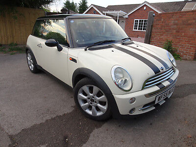 Mini Cooper 2005 White, 1 lady owner from new!