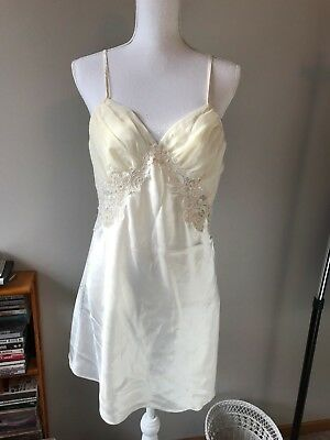 Victoria's Secret Cream white Lace beaded Bridal Lingerie Size M Negligee slip