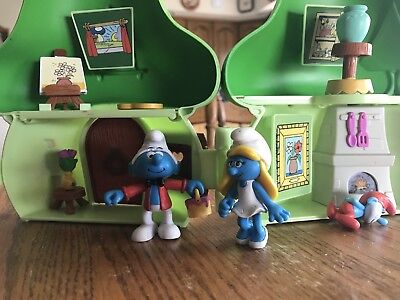 Smurf House With Painter Smurf & Smurfette