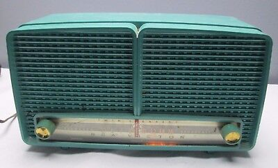 1957 RCA Victor Tube Radio Model 8-X-8L Blue Plastic Lighted Dial