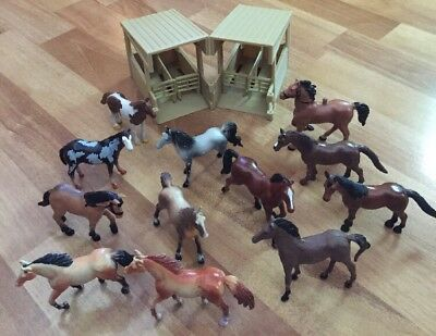 New Ray Horse Stable & 12 Horses Child's Toy Figurine