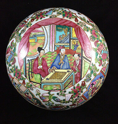 Antique Chinese Famille Rose porcelain circular box & cover Large size