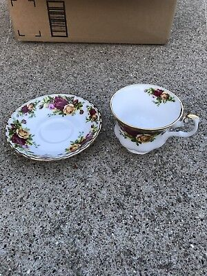 Royal Albert  OLD COUNTRY ROSES TEA CUP AND SAUCER 1962 UNUSED MINT