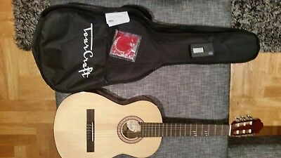3/4 Wooden Acoustic Guitar suit Beginner with case. Bought but never used.