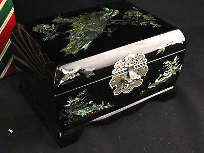 Beautiful Vintage Korean Lacquerware Musical Jewelry Box Mother of Pearl Inlays