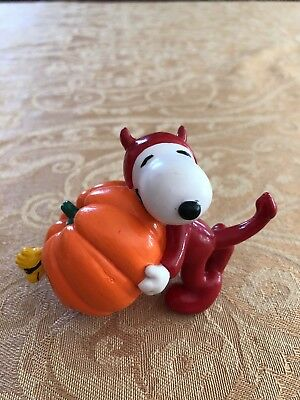 Vintage Snoopy In Devil's Costume With Pumpkin Figurine United Feature Applause