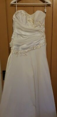Brand new gorgeous Maggie Sottero Wedding dress size 10