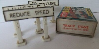 MERIT STATION ACCESSORIES 5052 Track Signs & 5078 Cable laying Party (Boxed)