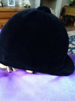 Equestrian riding hat size 58