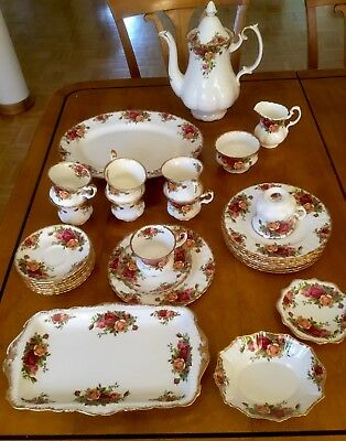 OLD COUNTRY ROSES -Royal Albert-Bone China -England -32 Teile-8 Personen Kaffee