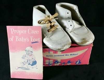 d8ff19608a207 VINTAGE 1950S DOCTOR Posner Scientific Baby Shoes In Wee Walker Shoe Box