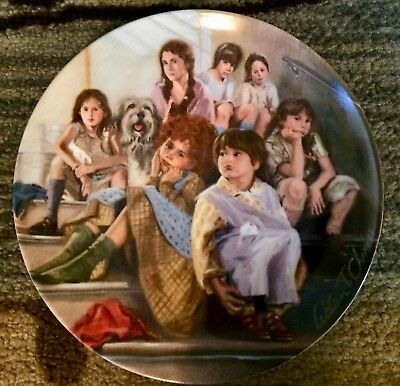 """Annie """"Annie And The Orphans"""" Commemorative Plate"""