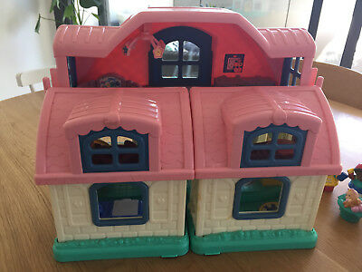 Fisher Price Little People Sweet Sounds Doll House incl People