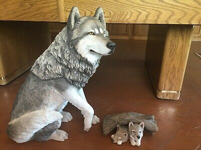 Sandicast Life Size Large Wolf Gray (sitting) and Pups Sculpture/Statue