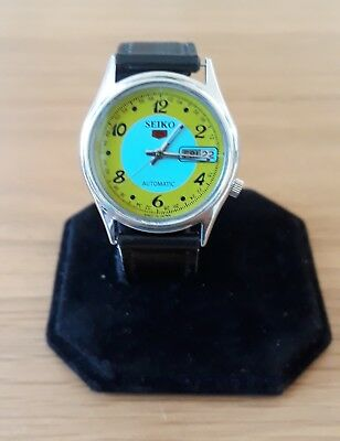 Pre Owned Vintage Seiko 5. Day/date At 3 O'clock Blue And Green Face. Automatic