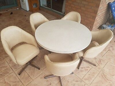 Retro 6 Peice Table and Chairs