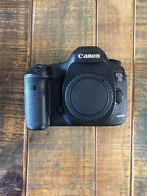 Canon EOS 5D Mark III 22.3MP Digital SLR (Body Only) with Battery Grip/extra