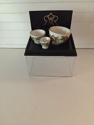 Dollhouse Miniatures Reutter Porcelain Christmas Pattern Set of Bowls, New, 1:12