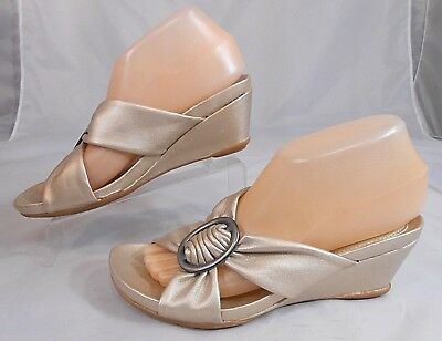 0df8d6b6aac3 Naturalizer N5 Comfort SUNDOWN Womens Wedge Sandals Sz 7 M Strappy Beige  Shimmer