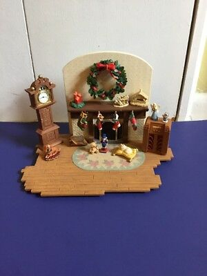 Hallmark Handcrafted Limited Edition THE FAMILY ROOM Ornament Display