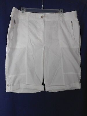 "Chico's Solid White ""Ultimate Fit"" Elastic & Zipper Walking Shorts Size 2.5 NWT"