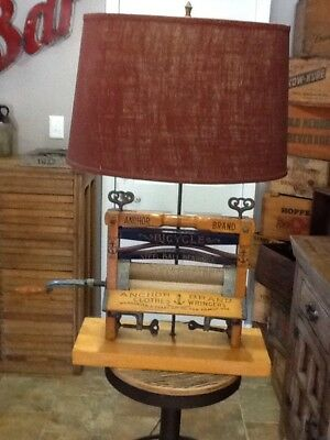 Antique/VTG Anchor Brand Clothes Ringer Working Lamp Great Graphics
