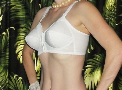 Vintage White Exquisite Form Bullet Bra 36 C pin up clothing girl retro pointy