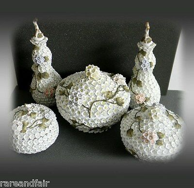 Shneeballen Snowball dresser and jar set with applied flowerheads - 1880