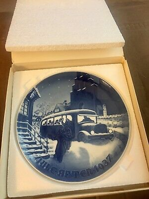 ANTIQUE VTG B & G Bing & Grondahl 1937 The Guests Arrival Christmas Plate