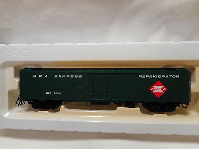 Walthers - HO Scale REA Express 50' REA Express Reefer - REX7536