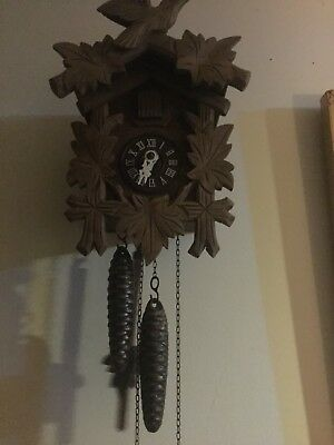 VINTAGE TRADITIONAL CARVED BLACK FOREST CUCKOO CLOCK. FOREST GAME BIRDs