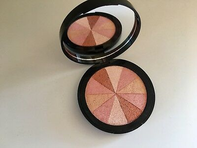 Soap & Glory Shimmering Blush Brick in Peach Party