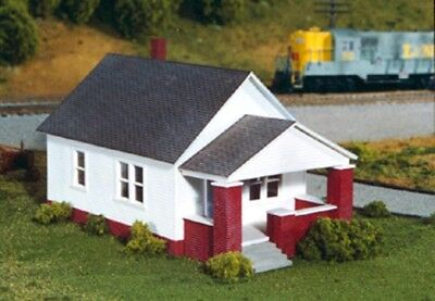 MAXWELL AVENUE HOME HOUSE w-front Porch 75x132mm HO 1/87 Scale kit RIX 628-0202
